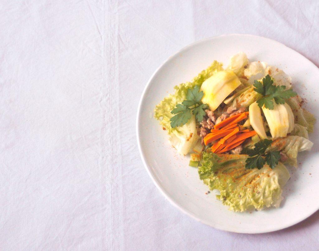 Salade aux noix, céleri et pomme